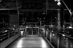 Illusion et réalité.../ Illusion or reality... (vedebe) Tags: netb noiretblanc nb bw monochrome gares gare trains reflexion reflets reflection reflections reflexions reflet lumières nuit ville city rue street urbain urban urbanarte architecture