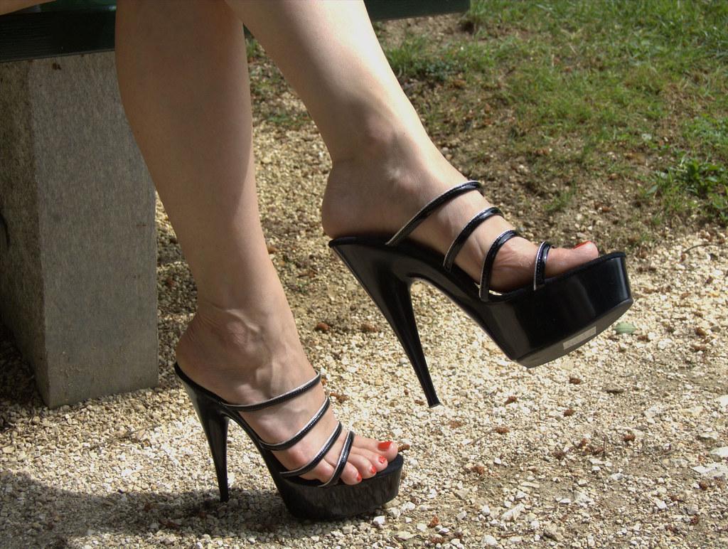 b07da5895b pic0119 (KnulliBulli) Tags: heels highheels mules slides nylons toes fuss  füsse feet legs