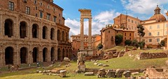 Roma / Tempio di Apollo / Teatro di Marcello (Pantchoa) Tags: rome italie ruines romaines pierres vielles ciel colonne cirque romain templedapollon théatredemarcello herbe pierre vestiges