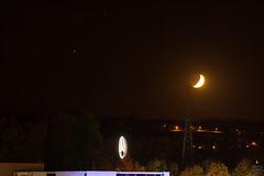 Moon vs. Saturn and an other Star... / @ 140 mm / 2018-10-14 (astrofreak81) Tags: saturn moon luna mond planet stars tree light night sky dark konjunktion konstellation dresden mercedes 20181014 sylviomüller sylvio müller astrofreak81