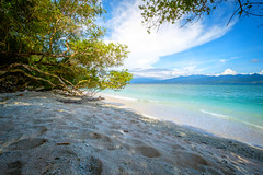 Sand, ocean, mountans and some vegetation (dannygreyton) Tags: indonesia asia bali beach ocean sea mountains sand fujifilmxt2 fujifilm fujinon1024mm fujifilmxseries travel giliisland gilitrawangan