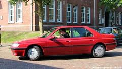 Peugeot 605 SRi 2.0 1992 (XBXG) Tags: fhfv48 peugeot 605 sri 20 1992 peugeot605 red rood rouge la fête des limousines 2018 fort isabella reutsedijk vught nederland holland netherlands paysbas emw elk merk waardig youngtimer old classic french car auto automobile voiture ancienne française vehicle outdoor
