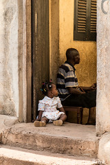 Captivated (10b travelling / Carsten ten Brink) Tags: 10btravelling 2017 africa african afrika afrique asante ashanti carstentenbrink ghana ghanaian goldcoast iptcbasic kumasi places westafrica baby girl tenbrink