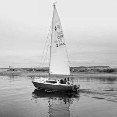 CalmWaters (Hodd1350) Tags: mudeford dorset sails yacht reflections sailing isleofwight horizon shore beach mudefordspit bw wb blackwhite whiteblack mono leica leicaq people