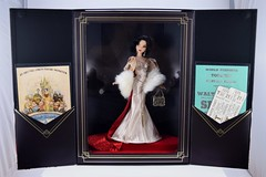 2018 Snow White Disney Designer Collection Premiere Series Doll - Limited Edition - Disney Store Purchase - Boxed - Front Covers Opened - Full Front View (drj1828) Tags: disneystore disneydesignercollection premiereseries 2018 snowwhite snowwhiteandthesevendwarfs purchase 1112inch doll limitededition le4100 boxed uncovered