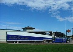 Lengthy View (jHc__johart) Tags: truck bigrig peterbilt cyclehauler oklahoma