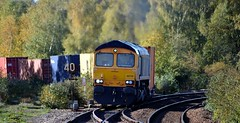 66749 comes off the 'Old Road' at Mexborough with the 4E34 Southampton Western Docks to Doncaster, 25th Oct 2018. (Dave Wragg) Tags: 66749 class66 gbrf 4e34 mexborough loco locomotive railway