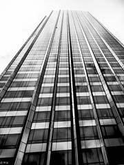 Up up to the sky (michaelhertel) Tags: sw bw monochrome building nyc newyork architektur
