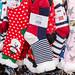 Kuschelige Weihnachtssocken an einem Stand