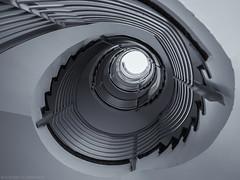 Quick and Dirty (katrin glaesmann) Tags: hannover niedersachsen lowersaxony staircase treppe treppenhaus architecture monochrome blackandwhite bw