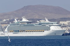 cruise ship Navigator of the Seas in the port of Las Palmas Gran Canaria Spain 2018 (roli_b) Tags: cruise ship cruzero crucero schiff kreuzfahrtschiff boot boat vessel naviator seas navigatoroftheseas royal ca caribbean line las palmas gran canaria laspalmas grancanaria spain españa barco cruising 2018 port puerto hafen harbour harbor