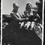 Archiv R566 Jungfamilie, 1950er thumbnail