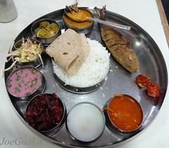 Fish Curry rice thali (Joegoaukfishcurry2) Tags: joegoauk goa fish tisryo clams roti