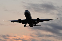 BA0246 GRU-LHR (A380spotter) Tags: approach arrival landing finals shortfinals threshold silhouette sunrise daybreak dawn belly boeing 777 300er gstbe internationalconsolidatedairlinesgroupsa iag britishairways baw ba ba0246 grulhr runway27l 27l london heathrow egll lhr