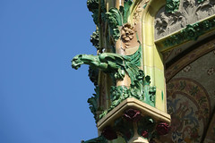La Rotonda (eric zijn fotoos) Tags: gaudi sonyrx10m3 barcelona building gebouw beeld standbeeld statue city stad history geschiedenis green groen detail details art kunst