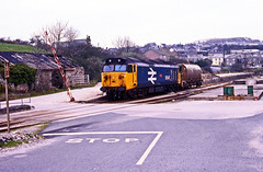 50047 with one wagon which it has delivered to Nanpean Wharf, Cornwall, to be filled with calcified seaweed. 24April1987. (mikul44171) Tags: nanpeanwharf 50047 byway cornish cornwall feeder crossing stop speedlink