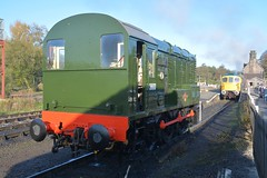 """British Railways Green Class 08, D3800 & BR Blue Class 33/1, 33102 """"Sophie"""" (37190 """"Dalzell"""") Tags: br britishrailways green brblue shunter rods gronk ee englishelectric class08 birminghamrailwaycarriagewagonco brcwco sulzer crompton type3 bagpipe class33 class331 d3800 08633 33102 sophie d6513 cvr churnetvalleyrailway cheddleton"""