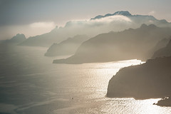 France - calanques (Rafael Zenon Wagner) Tags: nebel sonne felsen bucht fjord nachmittag sonnenuntergang licht spiegelung meer mittelmeer wolken frankreich fog sun rock bay afternoon sunset light reflection sea mediterranean clouds france
