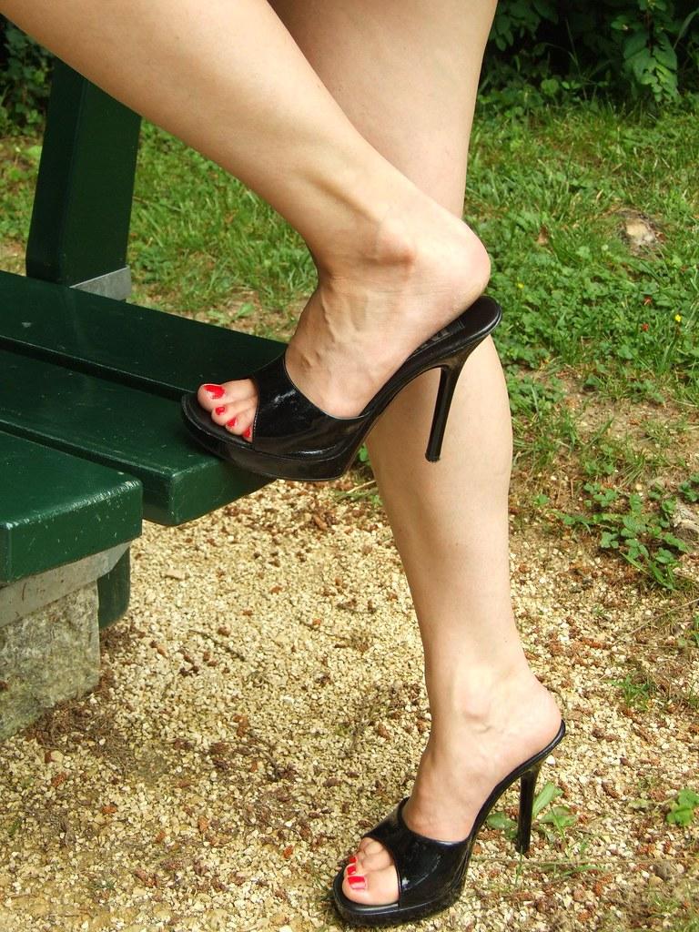 389aceb8dc pic0127 (KnulliBulli) Tags: heels highheels mules slides nylons toes fuss  füsse feet legs