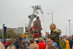 Youngster claps as Giant passes (James O'Hanlon) Tags: giants giant liverpool spectacular liverpoolspectacular liverpoolsdream dream liverpools 3 3giants threegiants new brighton newbrighton wirral beach fortperchrock royal de luxe royaldeluxe jeanluc courcoult jeanluccourcoult dog walk drink