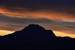 DSC_2081 (griecocathy) Tags: paysage pic lever soleil nuage noir jaune bleu orange gris