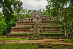 Phimeanakas temple ruins in the ancient city of Angkor Thom near Siem Reap, Cambodia (UweBKK (α 77 on )) Tags: phimeanakas temple ruins angkor thome archeological park stones trees stairs steps architecture building history historical ancient archeology green brown siem reap cambodia southeast asia sony alpha 77 slt dslr