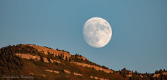 Moon over the Sandia Mountains (Kerstin Winters Photography) Tags: lalune moon mond outdoor nightsky nachthimmel mountains sandiaheights albuquerque newmexico