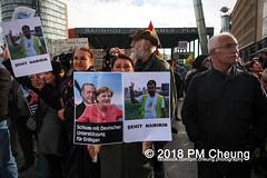 Demonstration: Erdogan Not Welcome! – 28.09.2018 – Berlin - IMG_7581 (PM Cheung) Tags: erdoganistnichtwillkommen friedenfürafrin afrin rojava berlin 28092018 grosdemonstration ypg ypj volksverteidigungseinheiten akp frauenverteidigungseinheiten repression efrîn türkei operationolivenzweig yekîneyênparastinajin yekîneyênparastinagel staatsbesucherdogan operasyonunzeytindalı demonstration kurdistan potsdamerplatz antifa 2018 pomengcheung polizei sek pmcheung mengcheungpo facebookcompmcheungphotography erdogannotwelcome kurden pkk demo protest kundgebung präsidentreceptayyiperdoğan solidaritätsdemonstration westkurdistan nordkurdistan stopptergogan wwwpmcheungcom demonstranten proteste