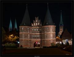 Lübeck Holstentor (Dierk Topp) Tags: a7rii a7rm2 ilce7rii ilce7rm2 sony1635mmvariotessartfef4zaoss sonya7rii architecture churches lübeck night sony