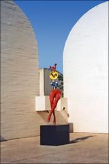 Jeune fille s'évadant de J. Miro (Fondation Miro, Barcelone) (dalbera) Tags: dalbera barcelone espagne catalogne miro sculpture fondationmiro