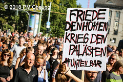Demonstration: #unteilbar - Für eine offene und freie Gesellschaft – Solidarität statt Ausgrenzung! – 13.10.2018 – Berlin - IMG_8704 (PM Cheung) Tags: grosdemonstration seebrücke rassismus demo demonstration unteilbar berlin kundgebung rechtspopulismus polizei afd neonazis antifa dagegenhaltenblock berlinmitte rechtsruck unteilbarfüreineoffeneundfreiegesellschaft–solidaritätstattausgrenzung 13102018 pmcheung solidaritätsdemonstration amnestyinternational initiativeseebrücke seebrückeschafftsicherehäfen horstseehofer frontex chemnitz prochemnitz nazis alternativefürdeutschland csu mittelmeer missionlifeline refugees flüchtlingspolitik 2018 ypg kurden pomengcheung wwwpmcheungcom antirassistischedemonstration siegessäule protest protestaktion antifaschisten alexanderplatz facebookcompmcheungphotography flüchtlingsproteste flüchtlinge mengcheungpo lifeline refugeeswelcome b1310 antirademo asylgesetzverschärfung seenotrettung flüchtlingshilfe flüchtlingslager libyen koalitionsstreit grenzschutzagenturfrontex aufnahmelager euausengrenzen seawatch rettungsschiff flüchtlingsinitiativen seenotrettern seenothilfe deutschlandlagerland sosméditerranée