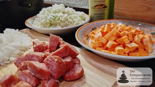 Zwiebeln, Spitzkohl & Fenchel, Süßkartoffel, Bratwurst (im Uhrzeigersinn)