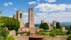 20180626-san-gimgnano-00366_web (derFrankie) Tags: 2018 a anyvision b bestofbest c e f h italien l labels landmarks m p r s sangimignano t v ancienthistory building castle château city cloud estate exported facade fortification historicsite history landmark medievalarchitecture middleages plant roof sky steeple tourism tours tower town tree ultraselect village