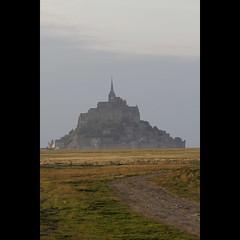 Comme un mirage (NAIGO) Tags: normandia normandie france francia montsaintmichel santuario campo tramonto nuvole canon 7d naigo fra