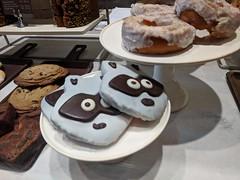 October 2: Cookies (earthdog) Tags: 2018 food edible cookie starbucks coffeehouse cafe animal raccoon googlepixel pixel androidapp moblog