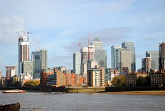 Canary Wharf across the river (zawtowers) Tags: jubilee greenway section 7 seven greenwichtotowerbridge saturday 13th october 2018 amble stroll walk walking exploring london suburbs riverthames path following urban exploration warm sunny dry blue skies canary wharf across river high rise building tower looming large