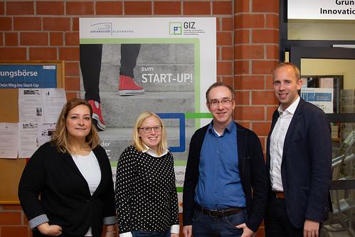 Beim Gründungs- und Innovationszentrum (GIZ) der Universität Oldenburg habe ich einen Einblick in die Startup-Szene, darunter auch das Unternehmen CRUVIDU von Matthias Mertens (2.v.r.), erhalten.