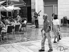 Un paseo por calle Larios (Málaga) (dopior) Tags: hombre sociales