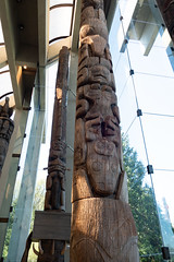 Tall story pole (quinet) Tags: 2017 aborigène britishcolumbia canada firstnations kunst museumofanthropology schnitzerei ubc ureinwohner vancouver westcoast aboriginal art carving indian museum musée native northwest sculpture