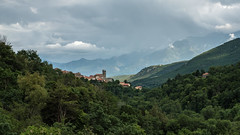 Vue panoramique sur Mosset (RIch-ART In PIXELS) Tags: france mosset montagne mountain village cloud sky fujifilmxt20 xt20 pyrénéesorientales occitanie tree forest mountainside pyrénées church tower roof