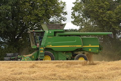 John deere T560 Hill Master Combine Harvester cutting Spring Barley (Shane Casey CK25) Tags: john deere t560 hill master combine harvester cutting spring barley jd green rathcormac grain harvest grain2018 grain18 harvest2018 harvest18 corn2018 corn crop tillage crops cereal cereals golden straw dust chaff county cork ireland irish farm farmer farming agri agriculture contractor field ground soil earth work working horse power horsepower hp pull pulling cut knife blade blades machine machinery collect collecting mähdrescher cosechadora moissonneusebatteuse kombajny zbożowe kombajn maaidorser mietitrebbia nikon d7200
