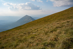 Downhill (Milos Golubovic) Tags: sokolov kamen trem suva planina nis srbija serbia nikon d7100 sigma 1770mm downhill descent dry mountain afternoon