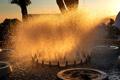 "Mijas Sunlit Fountain (Bruce Poole) Tags: mijas andalucia andalusia andalou spain 2018 brucepoole brucessspace sunset sundown dusk ""puesta du sol"" anochecer crepuscule ""coucher soleil"" tramonto alba ""spuntar del sole"" sonnenuntergang fountain cascade water droplets light goldenhour"
