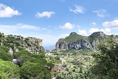 Nähe in der Ferne sehen... (timoklingelhoefer) Tags: urlaub travel grünblau blaugrün beautifulview niceview sehenswürdigkeiten sights view schöneaussicht aussicht weitblick grotten grotte italy italien ulassai grottasumarmuri bergeundmeer meer berge sardinia sardinien