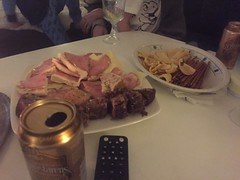"""Middag"" 20/10 (Atomeyes) Tags: mat öl chips saltapinnar ost skinka polarkaka banankaka"