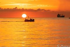 Termina la faena (josmanmelilla) Tags: melilla mar amaneceres amanecer sony sol agua barcos belleza pwmelilla pwdmelilla flickphotowalk pwdemelilla