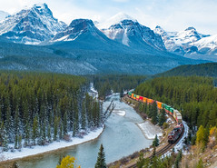 Morant's Curve (jameshouse473) Tags: morant bow river mountain rocky rockies canadianpacific railway alberta lakelouise valley