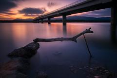 Human-construccions-copia (invesado) Tags: sunset puente red wood embalse madrid españa nikon 18 d750 led
