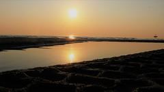 Tre Soli in un Universo (Ele.sal) Tags: alba mare riflessi sabbia mattino sole luce cielo