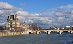 Pont du Carrousel et le Louvre, Paris Ier, Île-de-France, France.